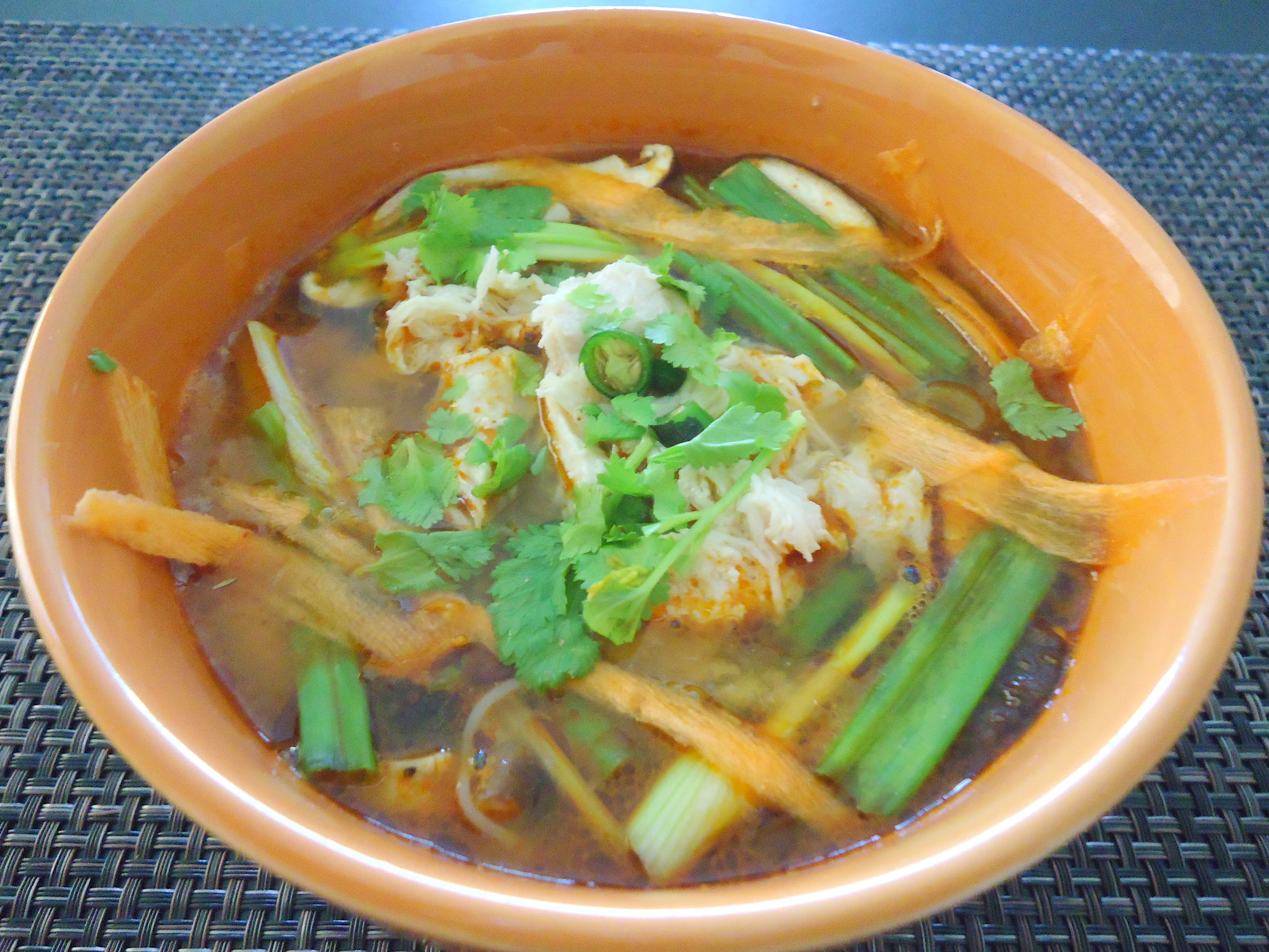 Easy Thai Cooking Part 3 Tom Yum Soup With Rice Vermicelli Chattering Kitchen